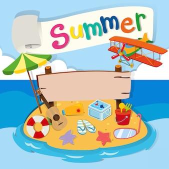 Tema de verano con objetos en la playa.