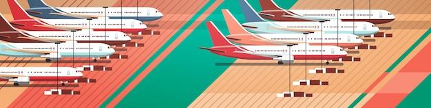 Terminal del aeropuerto con aviones estacionados en la calle de rodaje coronavirus pandemia concepto de cuarentena