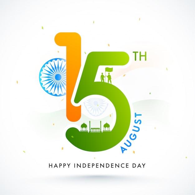 Texto con ashoka wheel, silhouette red fort y soldados sosteniendo una bandera sobre fondo blanco para la celebración del día de la independencia feliz.