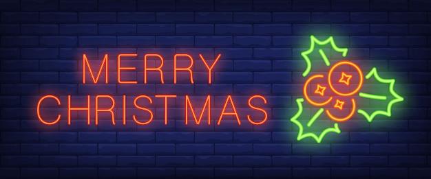 Texto de neón feliz navidad con muérdago y bayas