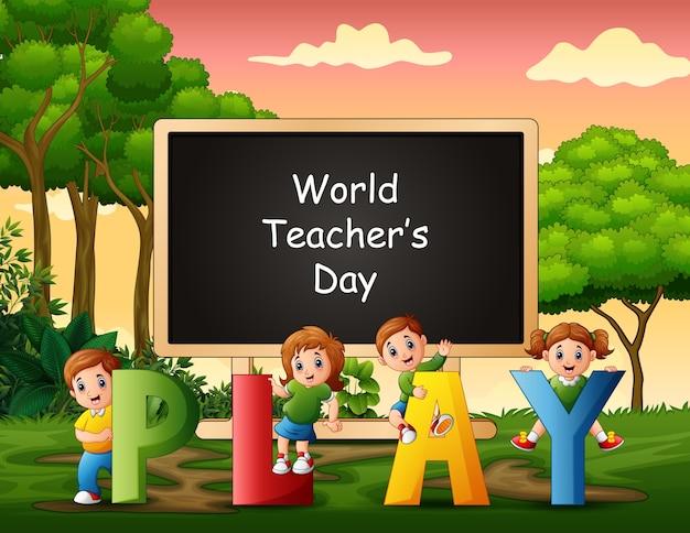 Texto feliz día del maestro en cartel con niños jugando