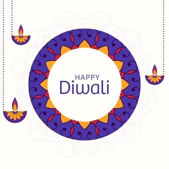 Texto feliz de diwali en patrón floral (rangoli) y lámparas de aceite encendidas (diya) cuelgan.