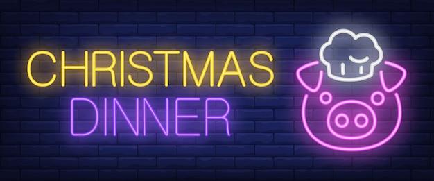 Texto de neón de la cena de navidad con cerdo en tapa