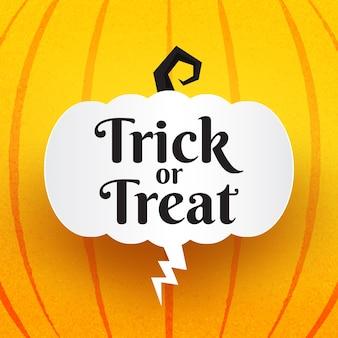 Texto de truco o trato de halloween con globos de miedo de halloween y discurso de burbuja hablando sobre fondo naranja.