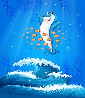 Un tiburón rodeado de peces bajo el mar.