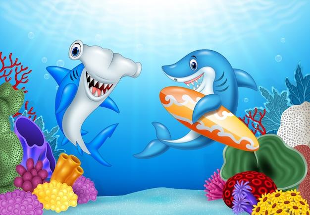 Tiburones de dibujos animados con fondo tropical bajo el agua