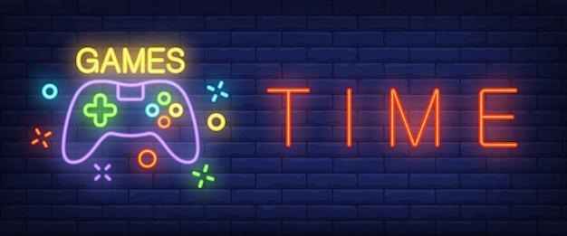 Tiempo de juegos de texto de neón con gamepad.