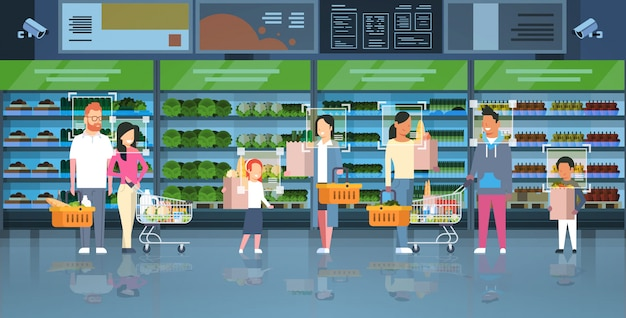 Tienda de comestibles clientes identificación vigilancia cctv reconocimiento facial mezcla raza personas sosteniendo bolsas cestas carros carro moderno supermercado interior sistema de cámaras de seguridad