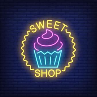 Tienda dulce signo de neón. delicioso cupcake en círculo de onda. anuncio brillante de la noche
