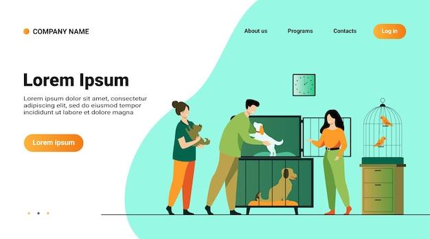 Tienda de mascotas o concepto de refugio de animales. hombre tomando cachorro de jaula, comprando o adoptando perro