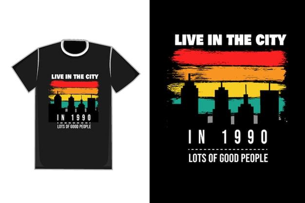 Título de la camiseta vive en la ciudad en 1990 mucha gente buena color naranja blanco y verde