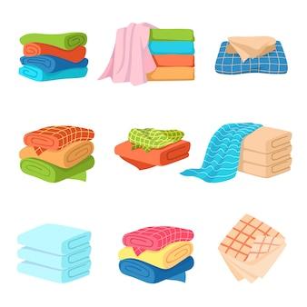 Toalla doblada. toallas suaves del color del algodón de la tela de la moda para la cocina o el baño frescos