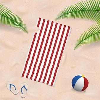 Toalla de playa en el fondo de arena de verano