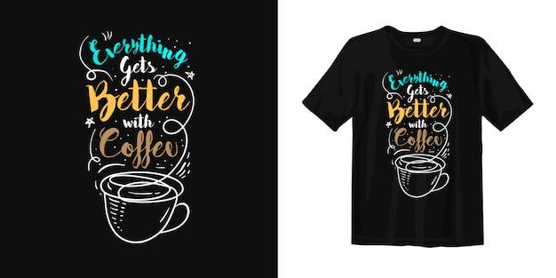 Todo mejora con la camiseta de tipografía de café