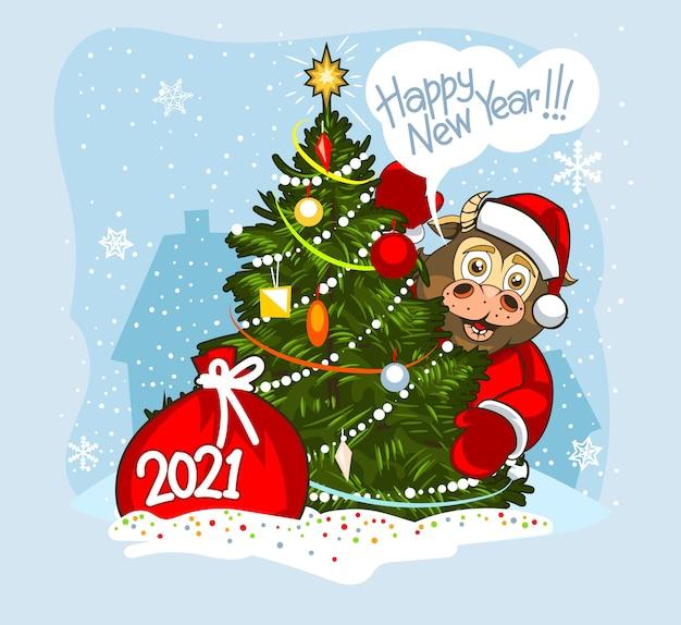 Toro bebé en ropa de santa claus detrás de un árbol de navidad en la nieve.