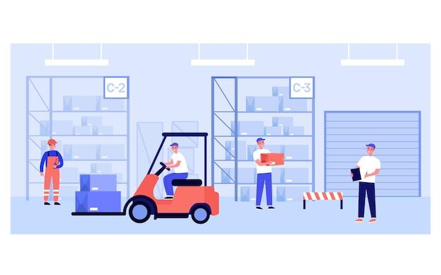 Trabajadores del almacén y mensajeros que llevan cajas