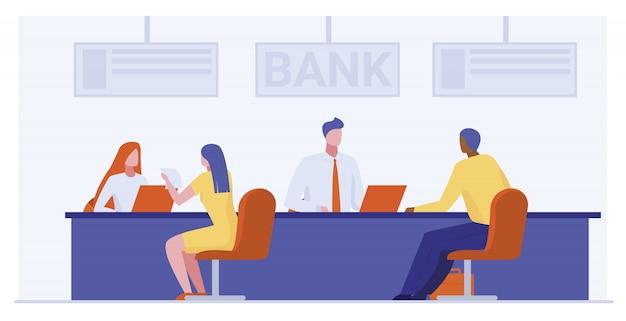 Trabajadores bancarios que prestan servicios a clientes.