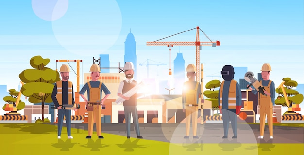 Trabajadores de la construcción sobre el sitio de construcción
