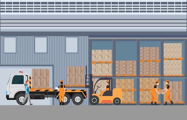 Trabajadores hombre cargando el camión con paletas de bienes