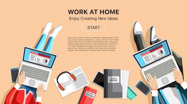 Trabajadores independientes en el espacio de trabajo de la oficina en casa