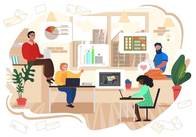 Trabajadores en oficina desarrollan proyecto de trabajo en equipo