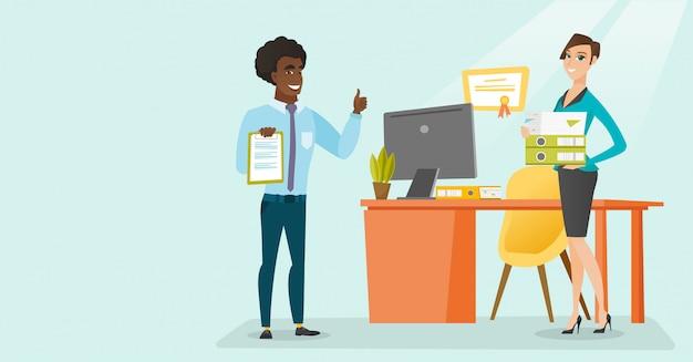 Trabajadores de oficina con documentos comerciales.