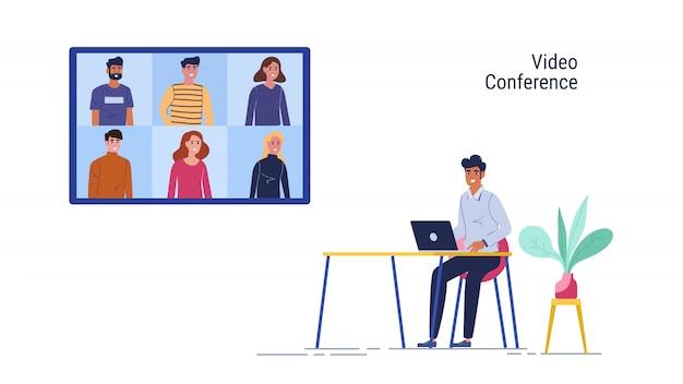 Trabajar desde casa. el hombre usa la reunión en línea de la computadora portátil y la videoconferencia grupal en casa.