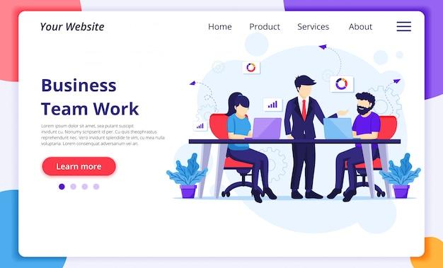 Trabajo en equipo en concepto de espacio de trabajo conjunto, la gente trabaja en el escritorio. plantilla de página de destino del sitio web