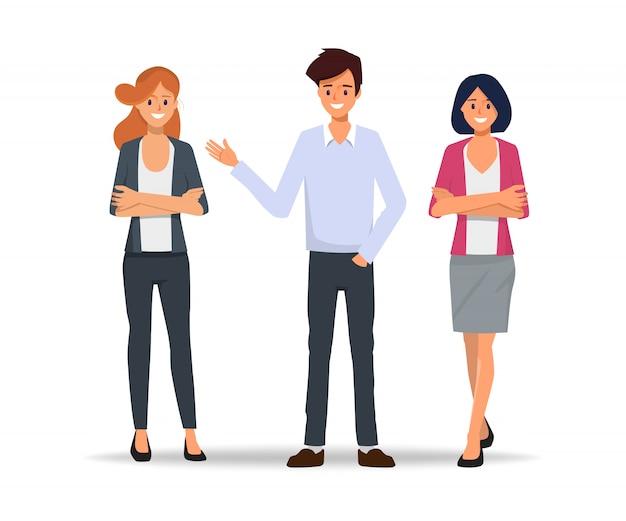Trabajo en equipo empresarios reunidos para hablar.