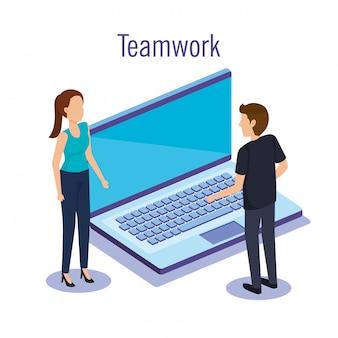 Trabajo en equipo de pareja con laptop