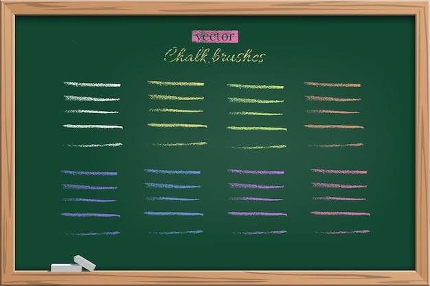 Trazos de pincel de color tiza rayas de lápiz de carbón de leña en la pizarra en el marco