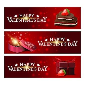 Tres banderas rojas de felicitación para el día de san valentín con chocolates y regalos.