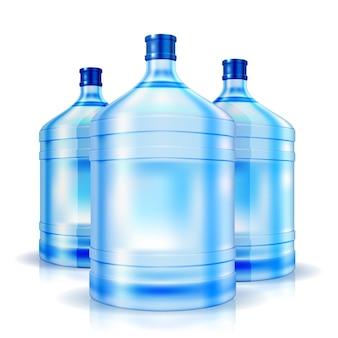 Tres botellas de agua aisladas más frescas