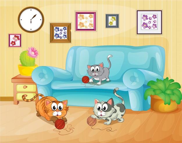 Tres gatos jugando dentro de la casa.