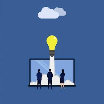 Tres hombres de negocios ven el lanzamiento de la idea.