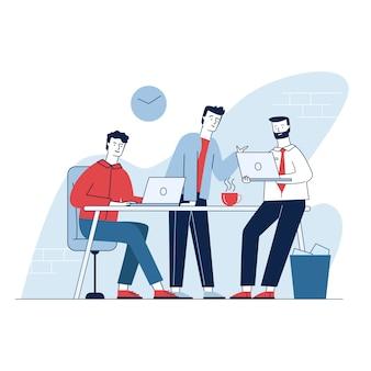 Tres hombres que tienen reuniones de negocios en la oficina