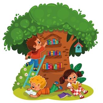 Tres niños leyendo un libro debajo de una biblioteca de árbol.