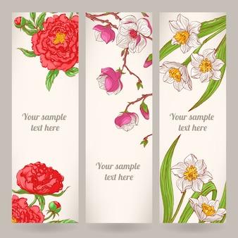 Tres pancartas con flores dibujadas a mano.