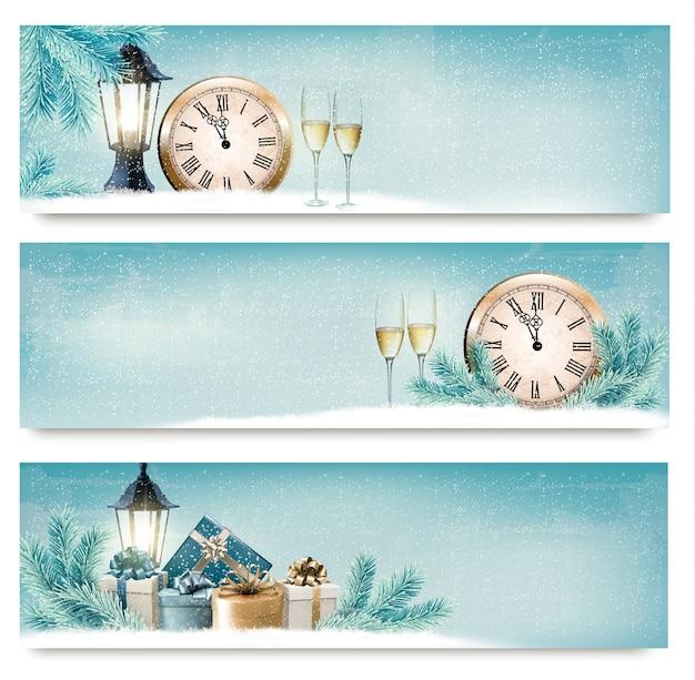 Tres pancartas de navidad, año nuevo con cajas de regalo, linternas y champán.