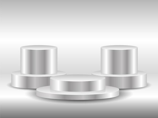 Tres podios redondos blancos. podio vacío con escalones. pedestales de sala de exposición, plataforma de escenario de piso