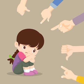 Triste niña sentada en el piso rodeado de manos señalando burlándose de ella