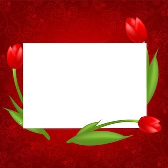 Tulipanes con tarjeta de san valentín en blanco