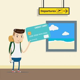 Turista con mochila en la terminal del aeropuerto con tarjeta de crédito en la mano.