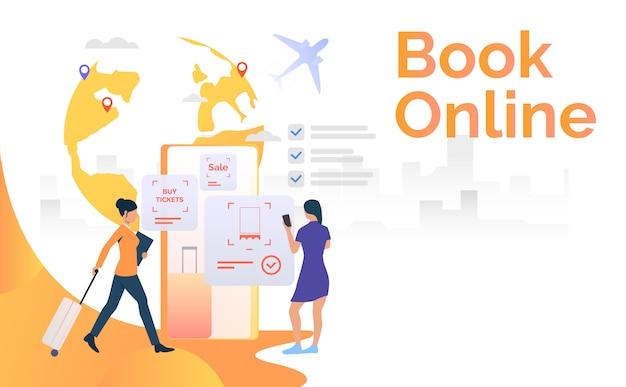 Turistas que usan teléfono móvil y reservan el boleto de vuelo