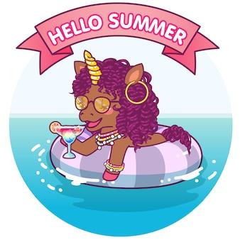Unicornio afro flotando en una boya de vida, descansando en el agua