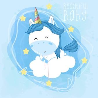Unicornio bebé volando con nubes y estrellas.