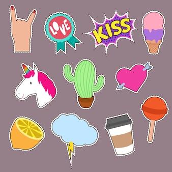 Unicornio, cactus, beso bordado de íconos de la palabra. linda chica de moda parches colección
