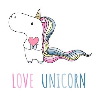 Unicornio dibujado mano sosteniendo el corazón en estilo doodle.