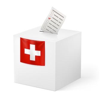 Urna con papel de voz. suiza