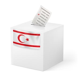 Urna con papeleta de votación. el norte de chipre